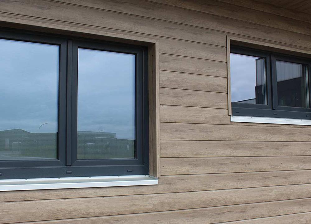 Wartungsarme Kunststoffpaneele für Fassaden
